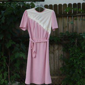 Vintage | Feminine Embroidered Dress
